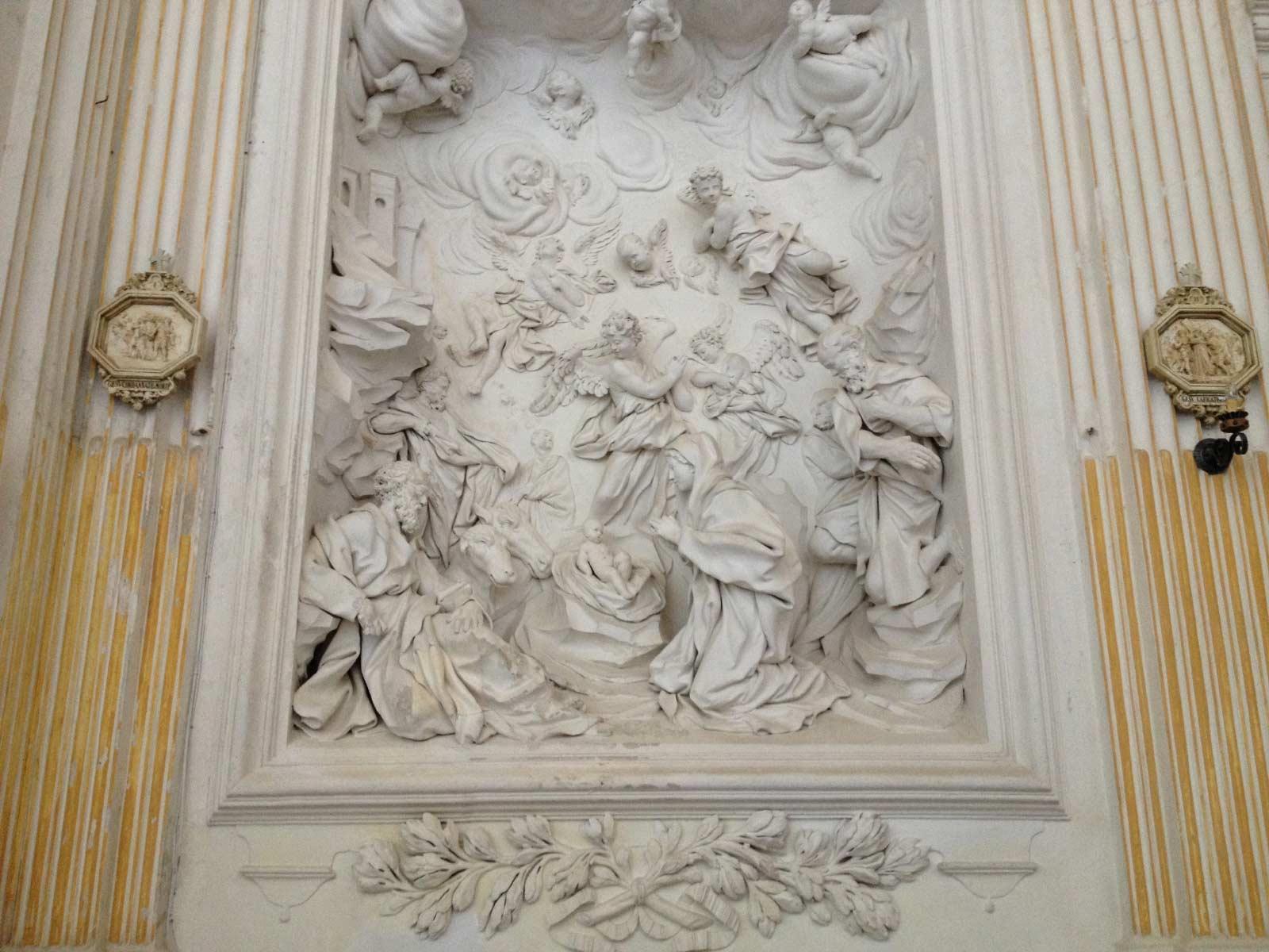 Dettaglio di uno dei quadri di stucco di Serpotta dentro la chiesa di Santo Spirito