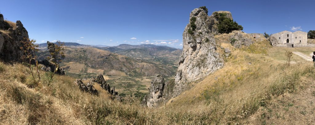 Caltabellotta - veduta panoramica con chiesa madre