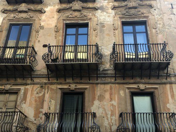 Agrigento, palazzo storico lungo la via Atenea
