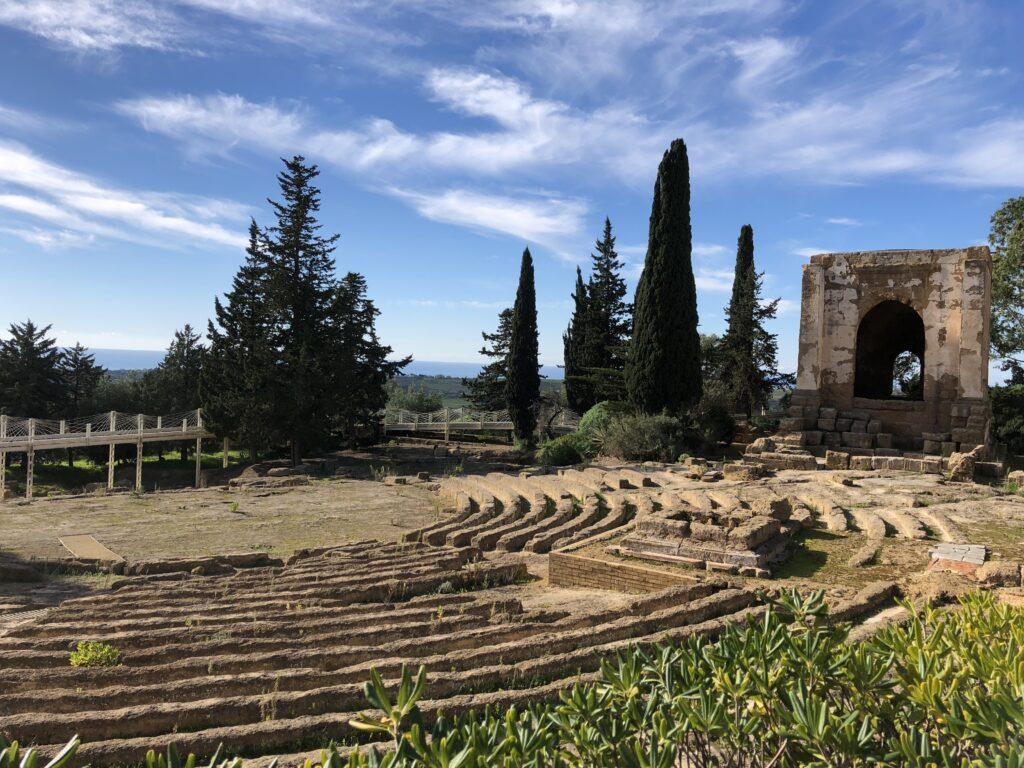Ekklesiasterion davanti al museo di Agrigento